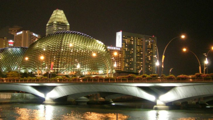 Singapore at night, travel will become easier as NFC SIMs help locals with payment (Image Credit: Freeimages.com/C. K. Vishwakarma)