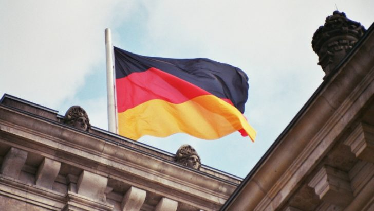 German flag on Reichstag (Freeimages.com/Priit Kallas)