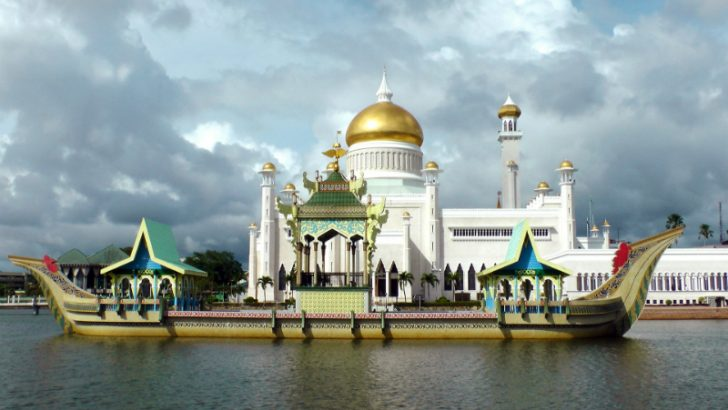 Golden Mosque in Brunei (Source Pixabay/Vyngor)