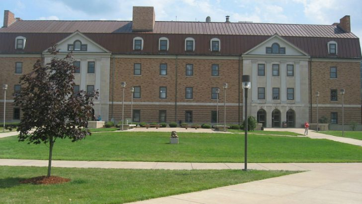 Massie Hall at Shawnee State University By Spongefan (Own work) [GFDL (http://www.gnu.org/copyleft/fdl.html), CC-BY-SA-3.0 (http://creativecommons.org/licenses/by-sa/3.0/) or CC BY-SA 2.5 (http://creativecommons.org/licenses/by-sa/2.5)], via Wikimedia Commons